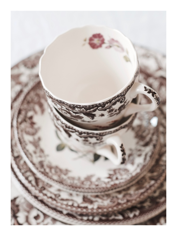 teacups-and-saucers_onthresholds