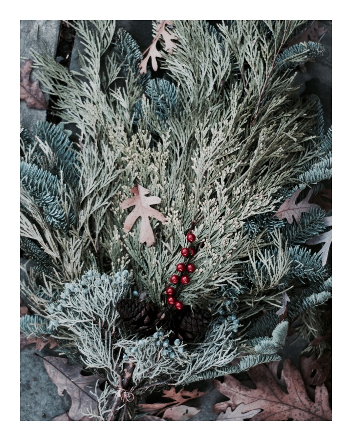 christmas-swag-with-leaf_onthresholds