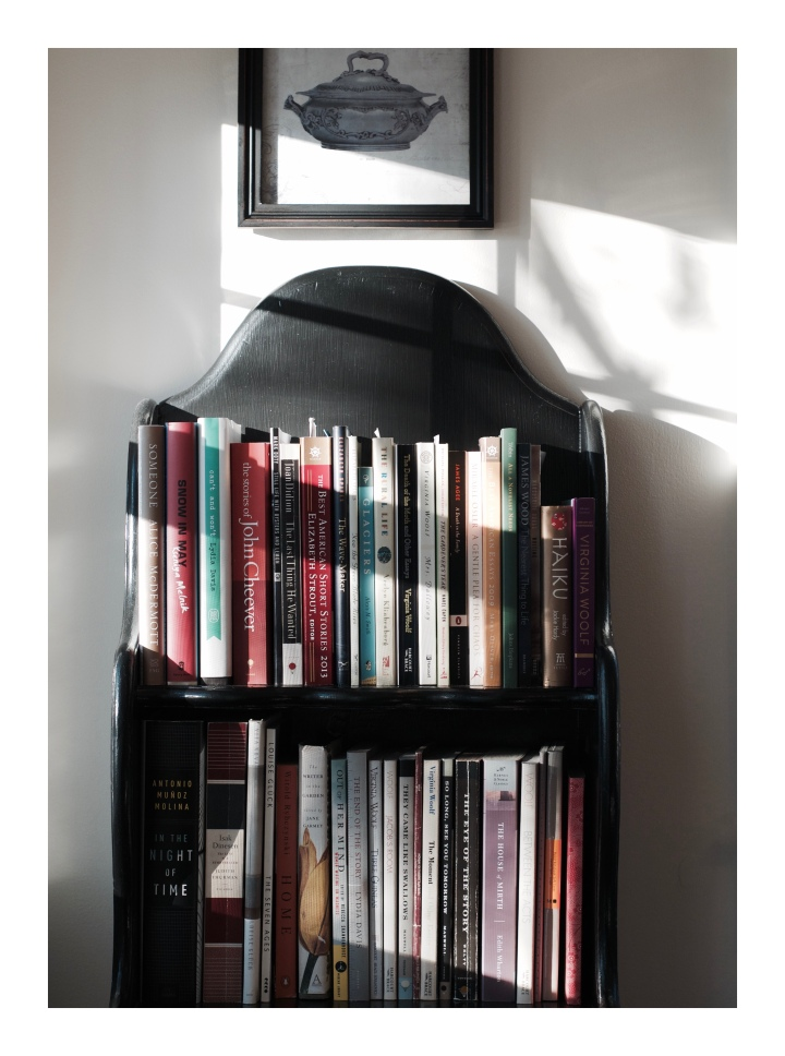 onthresholds_pops-bookshelf-in-monks-house