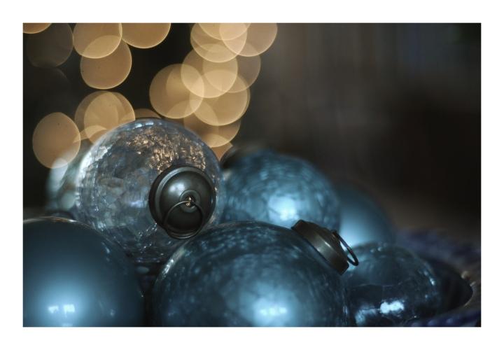 Onthresholds_blue Christmas balls 2017_IMG_0160
